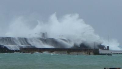 20110804-05台風9号の波